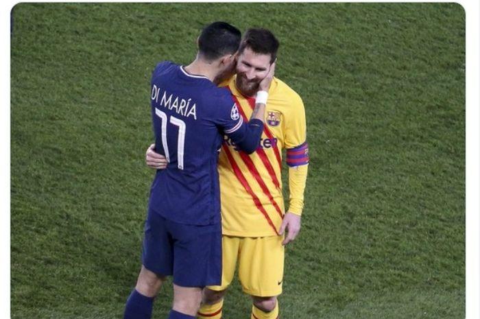 Winger Paris Saint-Germain, Angel Di Maria (kiri) dan megabintang Barcelona, Lionel Messi (kanan).