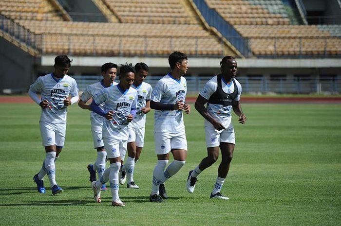 Skuad Persib Bandung saat menjalani latihan bersama.