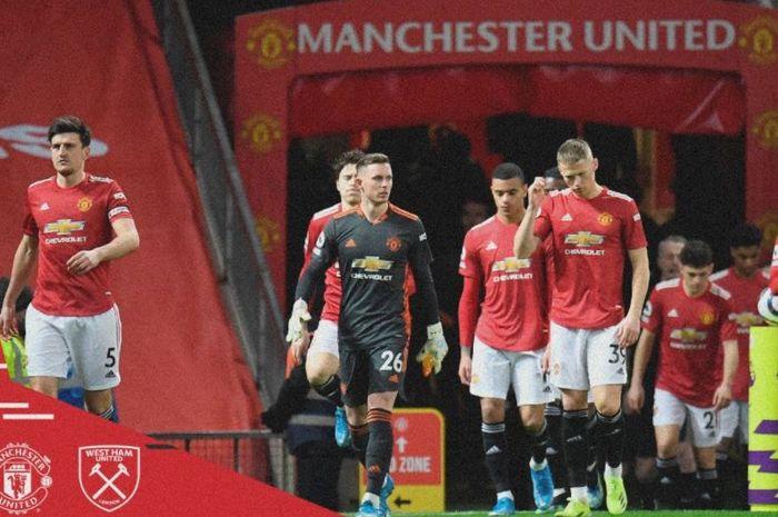 Para pemain Manchester United bersiap melawan West Ham United dalam laga Liga Inggris di Stadion Old Trafford, Minggu (14/3/2021).