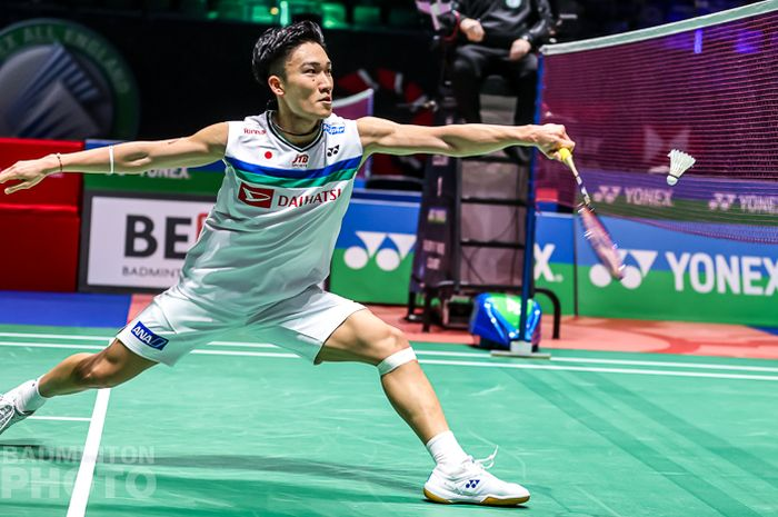 Pebulu tangkis tunggal putra asal Jepang, Kento Momota, saat menjalani pertandingan melawan Prannoy HS (India) pada babak kedua All England Open 2021 di Arena Birmingham, Birmingham, Inggris, Kamis (18/3/2021).