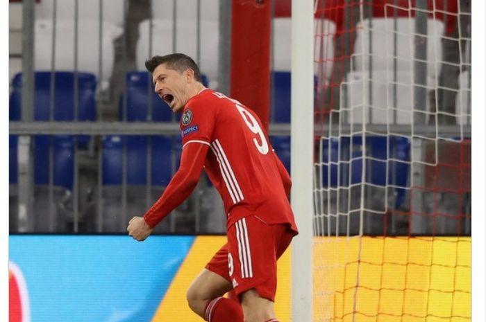 Robert Lewandowski merayakan gol yang ia cetak ke gawan Lazio dalam laga leg kedua babak 16 besar Liga Champions 2020-2021.
