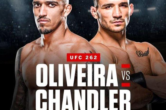 Poster pertarungan Michael Chandler (kanan) vs Charles Oliveira (kiri) di UFC 262 pada bulan Mei.