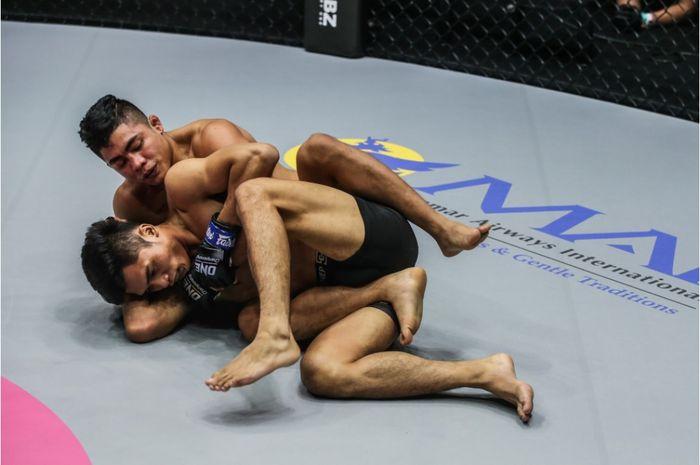 Laga Aziz Calim melawan Roshan Mainam di ONE Championship: Fists of Fury 3.