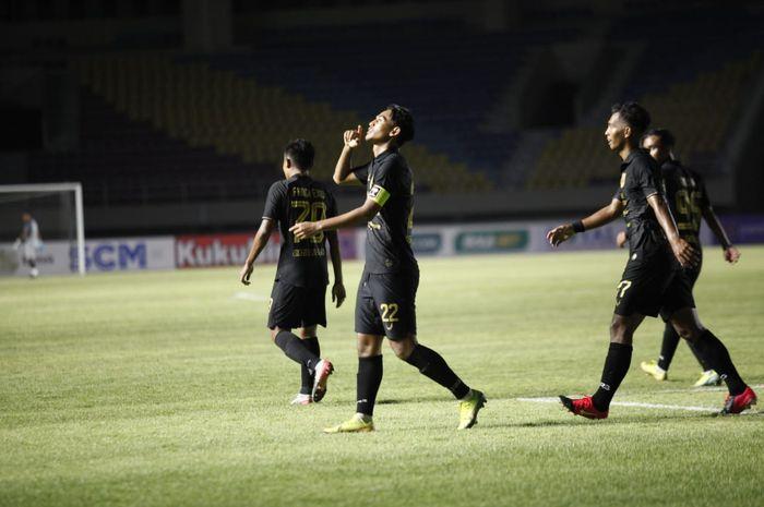 Penyerang PSIS Semarang, Hari Nur Yulianto, usai mencetak gol ke gawang Tira Persikabo