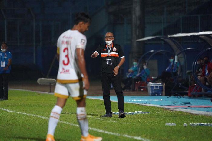Pelatih Persija Jakarta, Sudirman di laga lawan PSM Makassar di Piala Menpora 2021, di Stadion Kanjuruhan, Malang, Jawa Timur, pada Senin (22/3/2021)