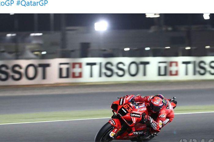 Pembalap Ducati Lenovo, Francesco Bagnaia, menjadi pemilik waktu lap tercepat pada kualifikasi MotoGP Qatar di Sirkuit Losail, Qatar, 27 Maret 2021.
