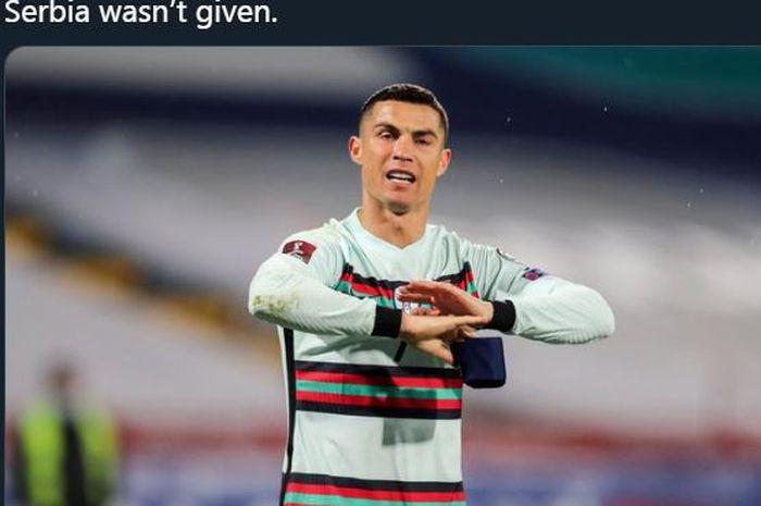 Reaksi Cristiano Ronaldo setelah golnya tidak disahkan wasit dalam laga Serbia vs Portugal di kualifikasi Piala Dunia 2022, 27 Maret 2021.