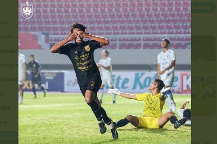 Pemain PSIS Semarang, Riyan Ardiansyah, ketika merayakan gol yang memastikan kemenangan timnya atas Arema FC.