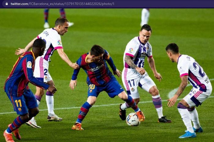 Barcelona berhasil menggusur Real Madrid di posisi kedua klasemen sementara dan membuat Lionel Messi cs semakin dekat ke puncak.