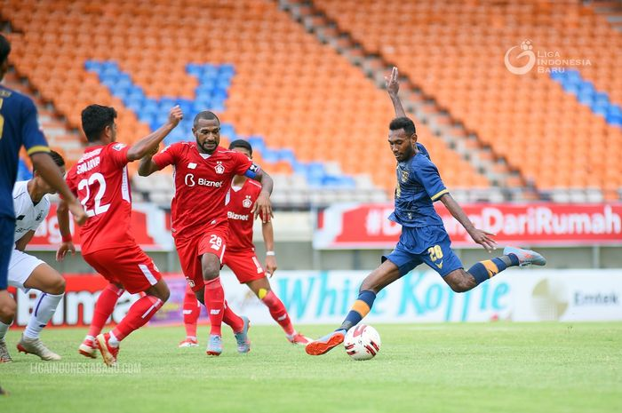 Suasana pertandingan antara Persela Lamongan melawan Persik Kediri di laga terakhir Grup Piala Menpora, Rabu (7/4/2021).