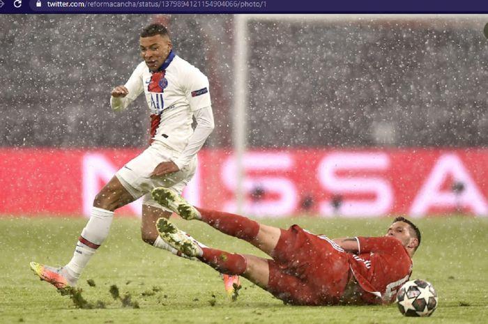 Bintang Paris Saint-Germain, Kylian Mbappe, saat melawan Bayern Muenchen di Stadion Allianz Arena dalam babak perempat final Liga Champions 2020-2021, Rabu (7/4/2021) waktu setempat atau Kamis pukul 02.00 WIB.