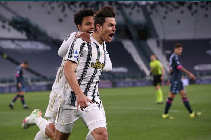 Penyerang Juventus, Paulo Dybala, melakukan selebrasi usai mencetak gol dalam laga kontra Napoli.