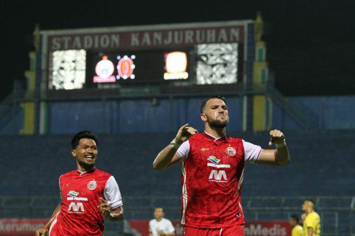 Selebrasi Marko Simic usai mencetak gol di laga perempatfinal Piala Menpora 2021 kontra Barito Putera di Stadion Kanjuruhan, Malang, Sabtu (10/4/2021).