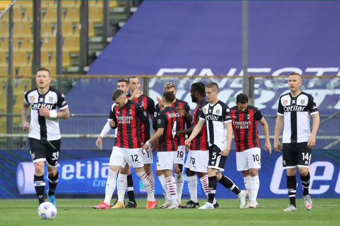 AC Milan berhasil meraih kemenangan 2-1 atas Parma dalam lanjutan laga pekan ke-30 meski bermain dengan 10 pemain.