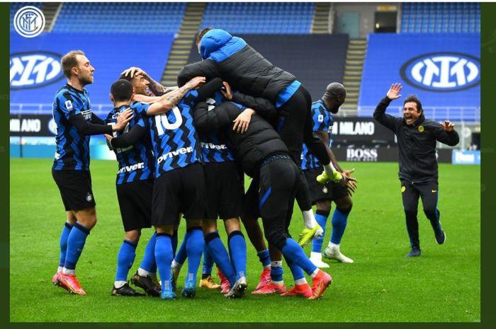 Inter Milan mengalahkan Cagliari dalam lanjutan Liga Italia di Giuseppe Meazza, 11 April 2021.