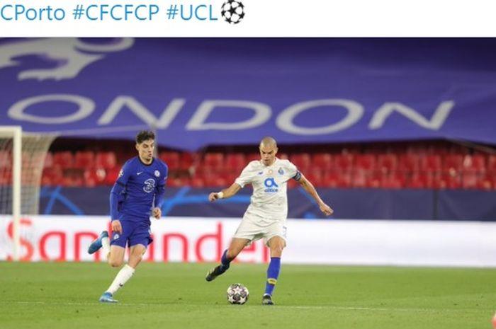 Bek FC Porto, Pepe (kanan), membuat catatan yang cuma kalah dari Cristiano Ronaldo usai membawa timnya menghajar Chelsea.