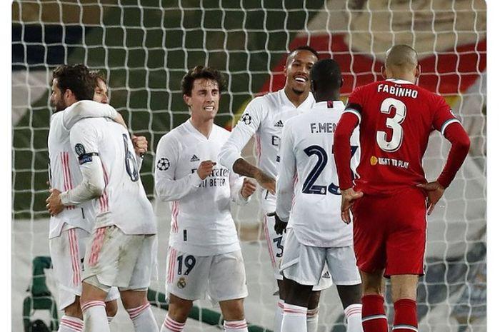 Momen pemain Real Madrid merayakan keberhasilan mereka melenggang ke semifinal Liga Champions 2020-2021 usai menyingkirkan Liverpool dengan agregat akhir 3-1.