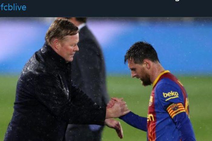 Lionel Messi berjabat tangan dengan pelatih Barcelona, Ronald Koeman.