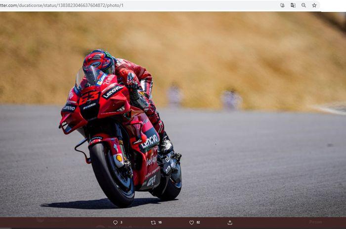 Pembalap Ducati Lenovo, Francesco Bagnaia, saat tampil pada MotoGP Portugal 2021 di Sirkuit Algarve, Portimao, Minggu (18/4/2021).