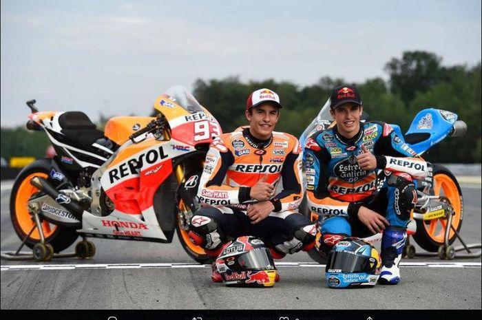 Juara dunia enam kali MotoGP, Marc Marquez bersama adiknya, Alex Marquez.