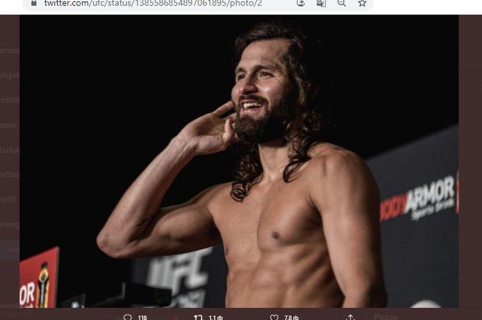 Petarung kelas welter UFC, Jorge Masvidal, saat sesi timbang badan pada ajang UFC 261, Jumat (23/4/2021).