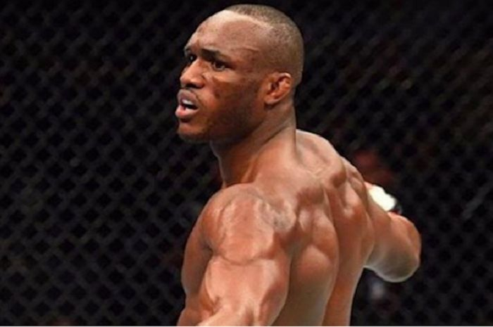 Petarung UFC kelas welter, Kamaru Usman usai sukses menghabisi Jorge Masvidal di UFC 261.
