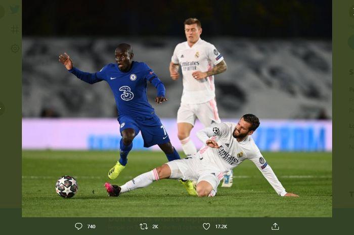 Bintang Chelsea, N'Golo Kante saat pertandingan leg pertama semifinal Liga Champions melawan Real Madrid (28/4/2021).