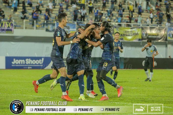 Klub Malaysia, Penang FC yang diperkuat bek asal Indonesia Ryuji Utomo.