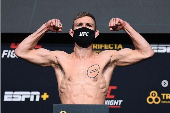 Petarung kelas bulu UFC, Jonathan Pearce.