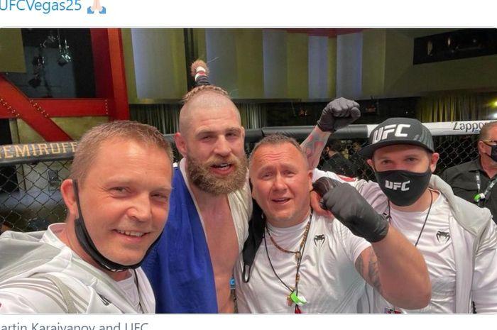 Jiri Prochazka dan gaya rambut uniknya di UFC Vegas 25.