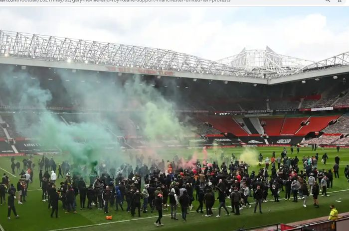 Para penggemar Manchester United melancarkan protes menuntut mundur pemilik klub, Keluarga Glazer, Minggu (2/5/2021) malam WIB.