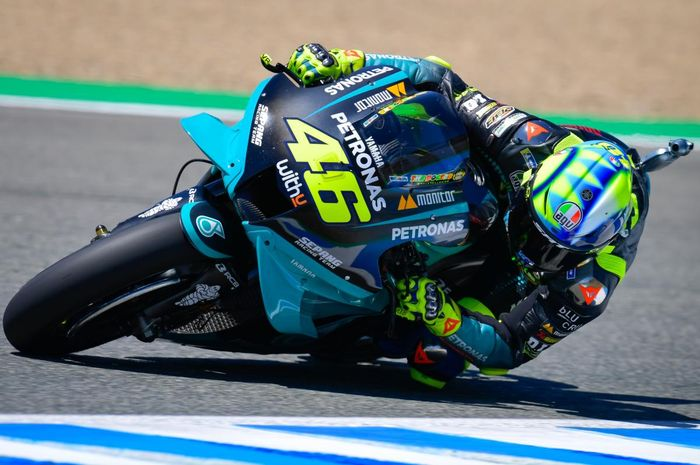 Usai MotoGP Spanyol 2021 di sirkuit Jerez (3/5/2021), Valentino Rossi bisa tersenyum gara-gara hal ini.