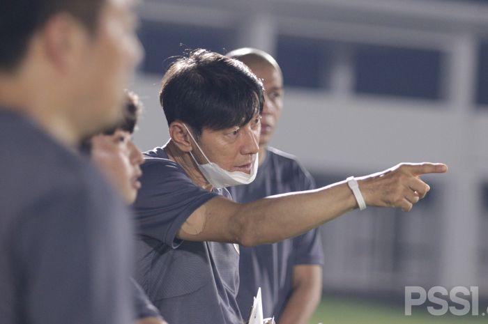 Pelatih timnas Indonesia, Shin Tae-yong, sudah memimpin sesi latihan pada Jumat (7/5/2021)