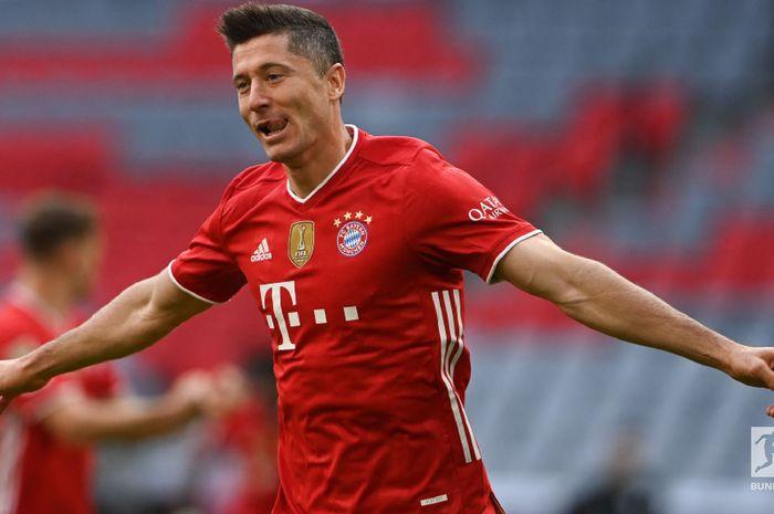 Eks striker Bayern Muenchen, Mario Gomez, menilai Roberts Lewandowski bak anggur berkualitas dan hampil selevel dengan Messi dan Ronaldo.