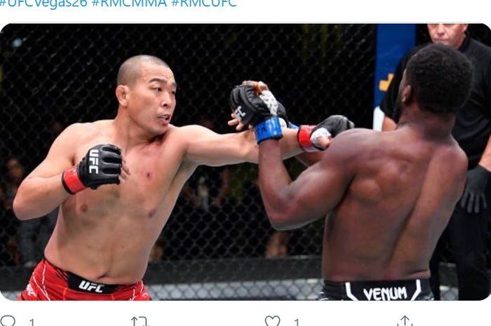 Jun Yong Park mengalahkan Tafon Nchukwi di UFC Vegas 26, Minggu (9/5/2021) WIB.