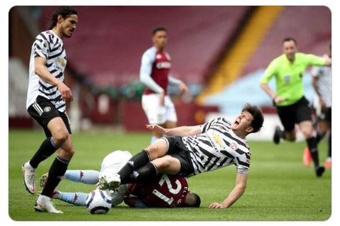 Insiden dalam laga Aston Villa melawan Manchester United di pekan ke-35 Liga Inggris 2020-2021 yang membuat Harry Maguire cedera.