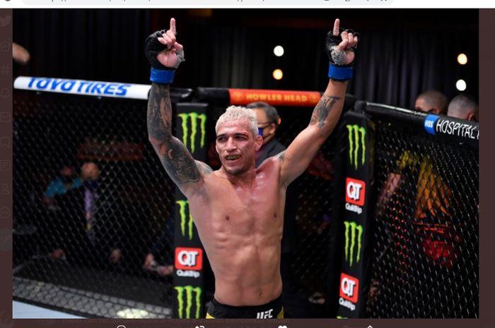 Petarung kelas ringan UFC, Charles Oliveira.