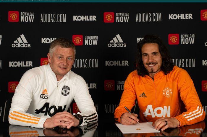 Edinson Cavani resmi menandatangani kontrak baru bersama Manchester United hingga Juni 2022.