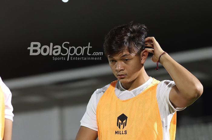 Saddam Gaffar sedang berlatih dalam pemusatan latihan timnas Indonesia di Stadion Madya, Senayan, Jakarta, 11 Mei 2021.