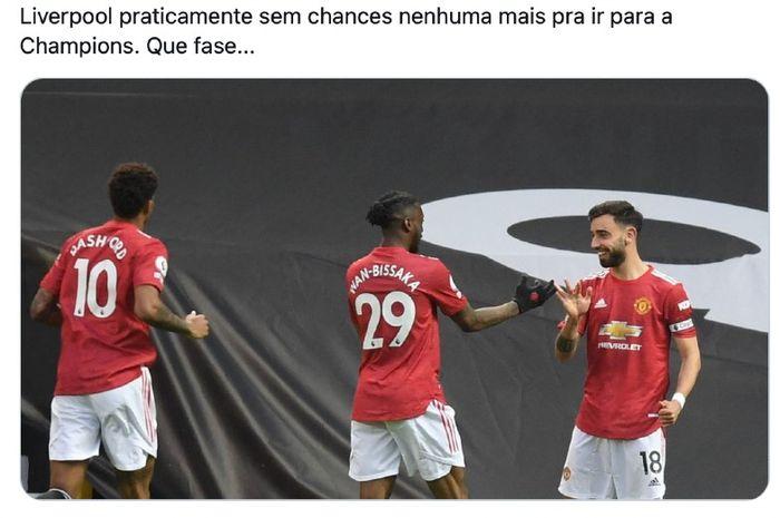 Pemain Manchester United, Bruno Fernandes (kanan) merayakan golnya ke gawang Liverpool pada pertandingan Liga Inggris di Old Trafford, Kamis (13/5/2021).