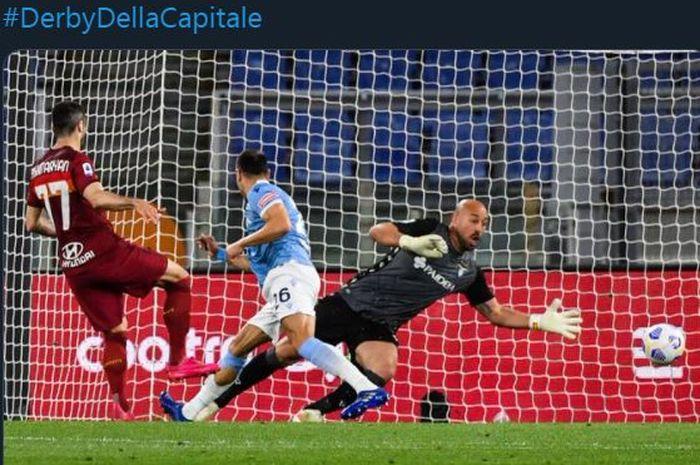 Henrikh Mkhitaryan cetak gol AS Roma ke gawang Lazio di laga Liga Italia, 15 Mei 2021.
