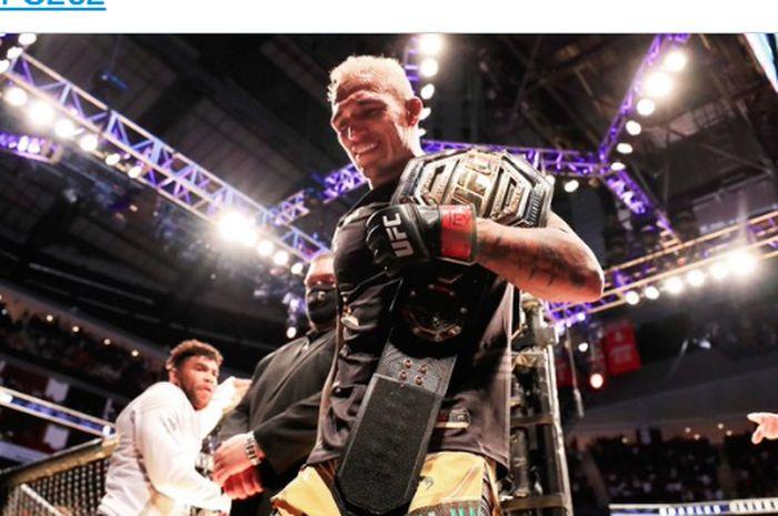Juara kelas ringan UFC, Charles Oliveira.