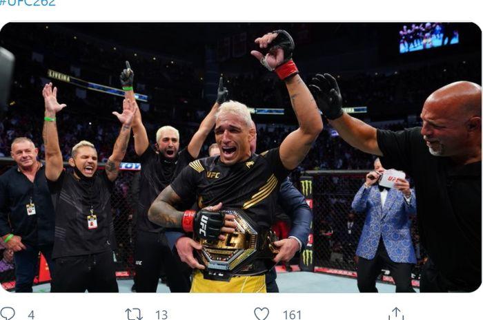 Charles Oliveira jadi juara kelas ringan UFC setelah mengalahkan Michael Chandler di UFC 262, Minggu (16/5/2021) WIB di Toyota Arena, Houston.