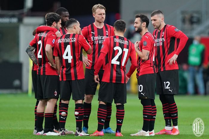 AC Milan gagal menyegel tiket Liga Champions pekan ini usai bermain imbang 0-0 melawan Cagliari.