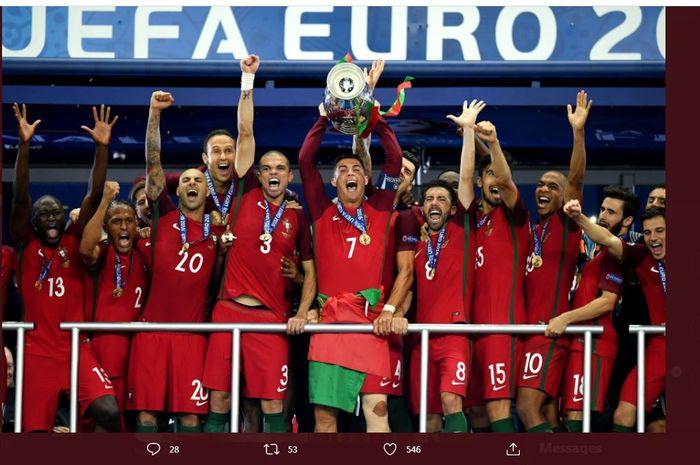 Timnas Portugal merayakan gelar Euro 2016 dengan Cristiano Ronaldo sebagai kaptennya.