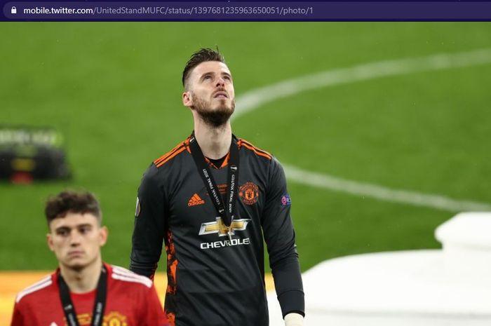 Penjaga gawang Manchester United, David de Gea, tampak kecewa usai timnya kalah di final Liga Europa 2020-2021