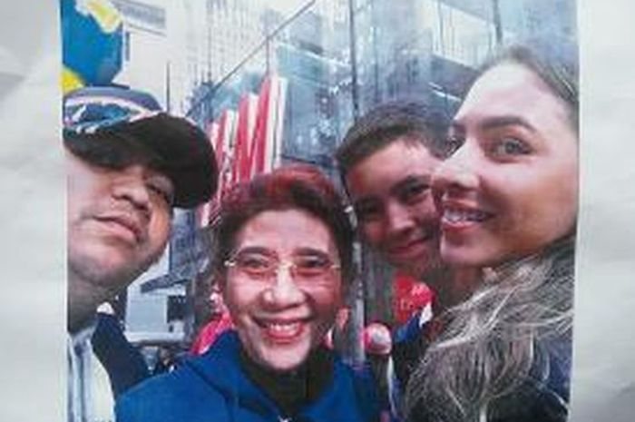 Foto Selfie Susi dan anak-anak (Panji paling kiri) di AS beberapa waktu lalu