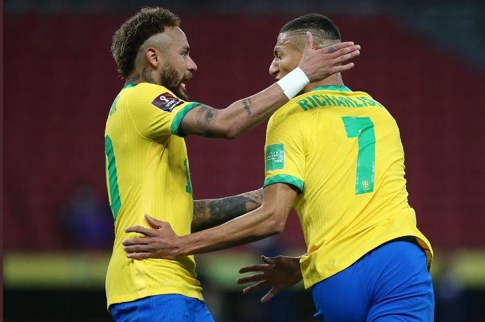 Dua bintang timnas Brasil, Neymar dan Richarlison, melakukan selebrasi usai mencetak gol