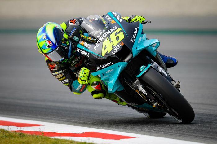 Pembalap Petronas Yamaha SRT, Valentino Rossi, pada seri balap MotoGP Catalunya 2021 di Circuit de Barcelona-Catalunya.
