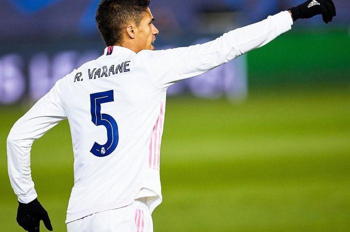 Raphael Varane akan segera berlabuh ke Man United.